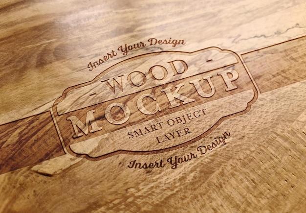 Efeito de texto gravado em maquete de textura de prancha de madeira Psd Premium
