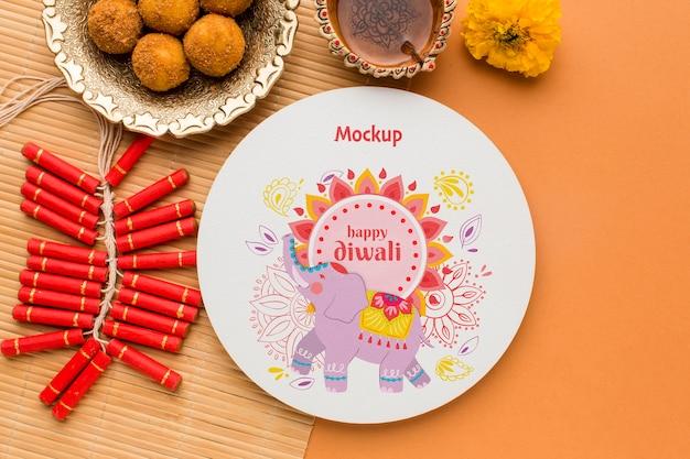 Elefante do festival de diwali e fogos de artifício