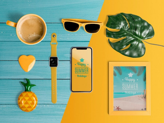 Elementos de verão para aproveitar as férias. vista superior plana lay