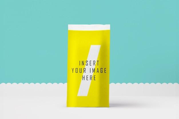 Embalagem amarela se maquete