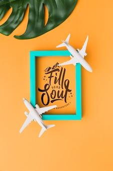 Encha sua alma viajando, letras com moldura, aviões e folha de palmeira