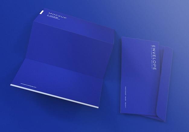 Envelope azul com maquete de papel timbrado