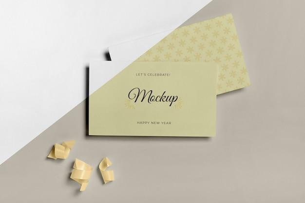 Envelope com cartão de convite feliz ano novo