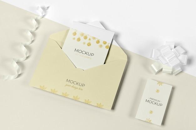 Envelope com cartão de convite para ano novo