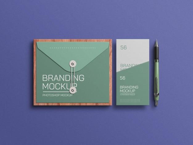 Envelope com maquete de cartão de convite