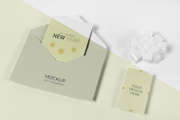 Envelope com modelo de cartão de convite