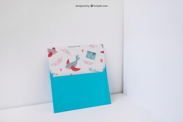 Envelope encostado na parede