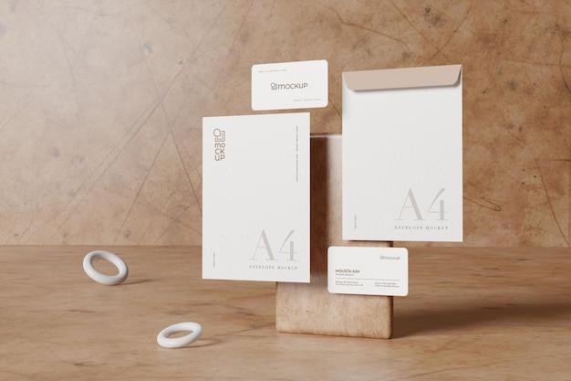 Envelope grande com modelo de cartão de visita limpo