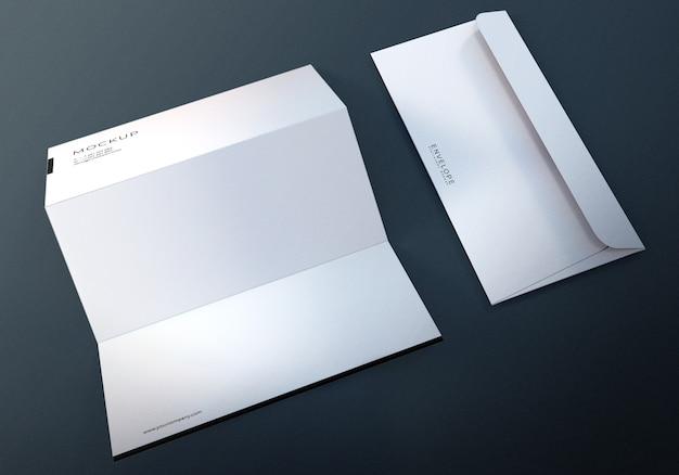 Envelope monarca com maquete de design de papel timbrado