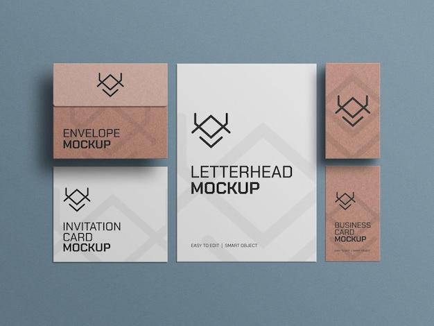 Envelopes de papel artesanal com maquete de cartões de visita