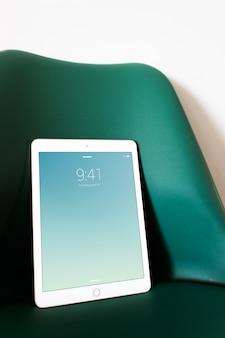 Escritório de negócios de maquete de tablet