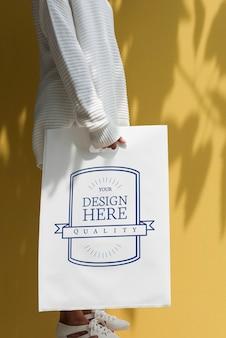 Espaço de design de maquete na placa de papel