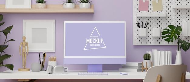 Espaço de trabalho com design de parede roxa com computador desktop na mesa e espaço de cópia ilustração 3d