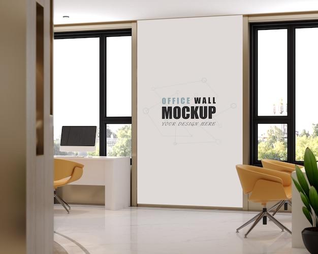 Espaço de trabalho com maquete de parede com muitas janelas claras