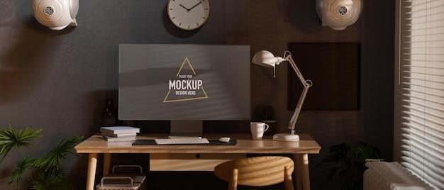 Espaço de trabalho doméstico com mesa de computador ao lado da janela, relógio planta de casa e alto-falante decorado na sala