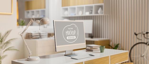 Espaço de trabalho doméstico com mesa de computador fornece móveis e bicicletas na sala renderização 3d