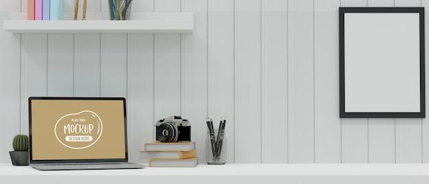 Espaço de trabalho moderno com laptop, papelaria, câmera e decorações na mesa em uma sala com parede de prancha branca, renderização 3d, ilustração 3d