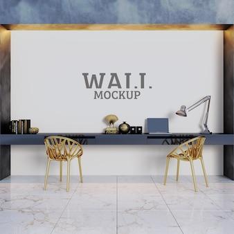 Espaços de estudo e trabalho com cadeiras douradas como destaques e maquete de parede