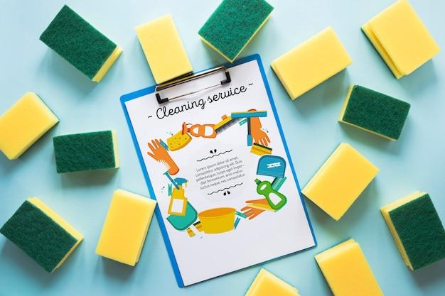 Esponjas de limpeza e maquete da área de transferência
