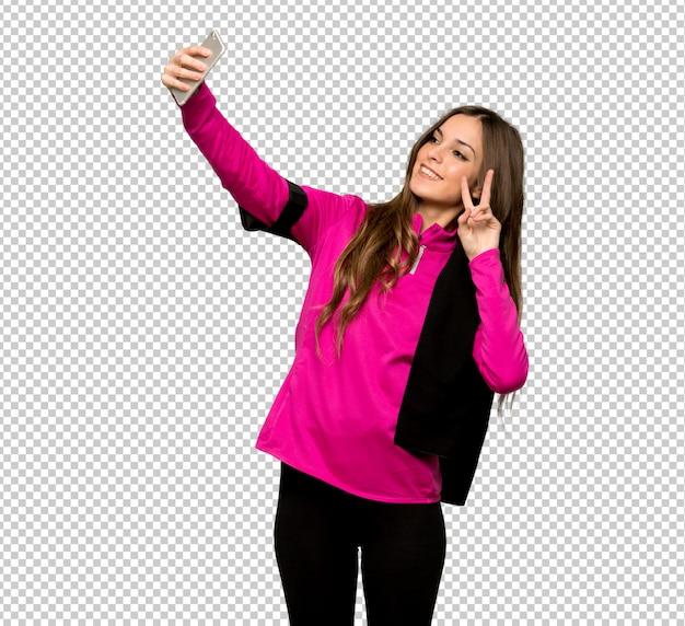 Esporte jovem mulher feliz e apontando o celular