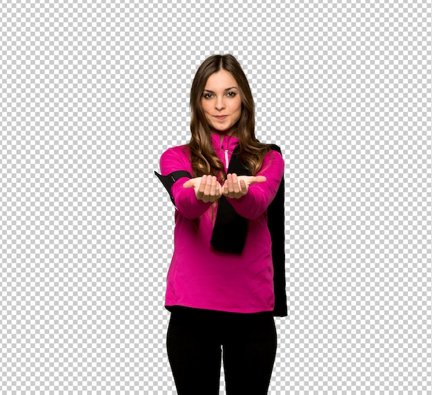 Esporte jovem mulher segurando copyspace imaginário na palma da mão para inserir um anúncio