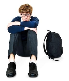 Estudante jovem estressado infeliz falhou sozinho