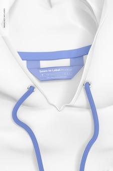 Etiqueta costurada na maquete do capuz