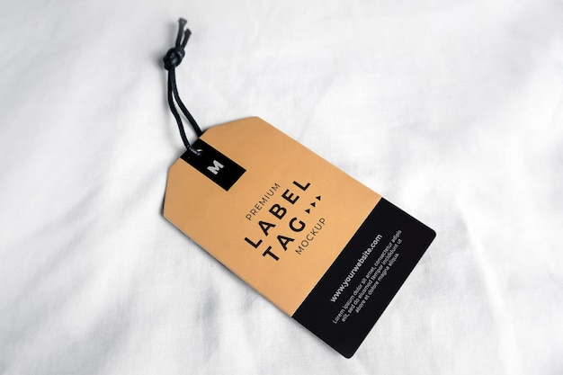 Etiqueta de etiqueta pendurada maquete marrom preto realista