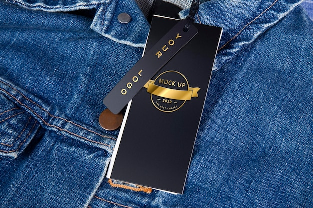 Etiqueta de maquete em um design de jaqueta jeans