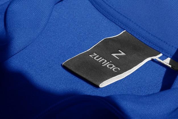 Etiqueta jaqueta esportiva azul mockup logo