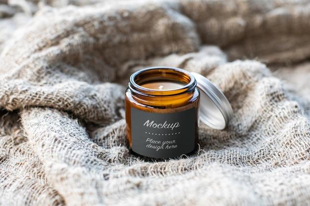 Etiqueta maquete do frasco de vidro com vela artesanal