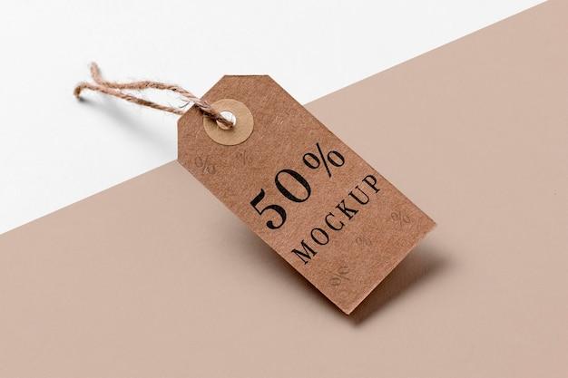 Etiquetas de preço marrons mock-up penduradas