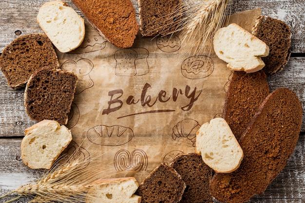 Fatias de pão na mesa