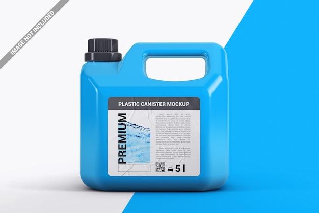 Feche o galão de plástico com a maquete do adesivo