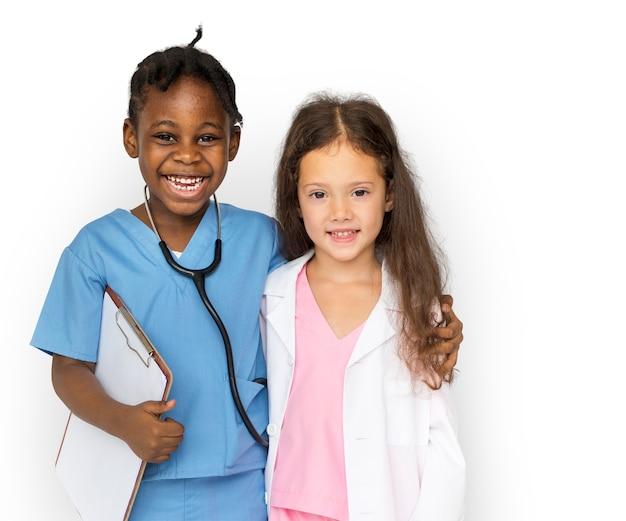 Felicidade meninas com trabalho de emprego de médico sorrindo