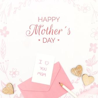 Feliz dia das mães com cartão e envelope de mensagem