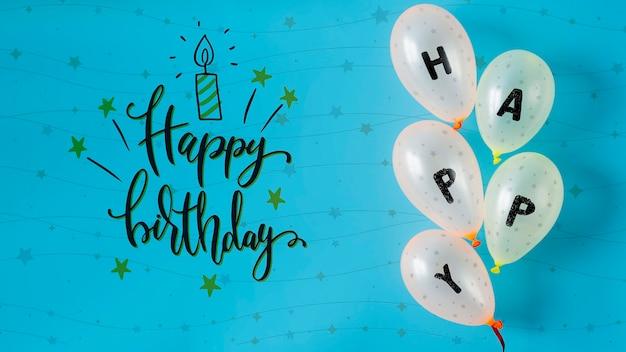 Feliz escrito em balões para o dia do aniversário