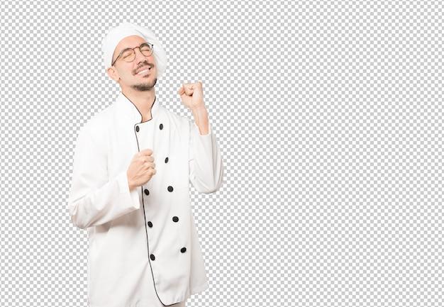 Feliz jovem chef se divertindo