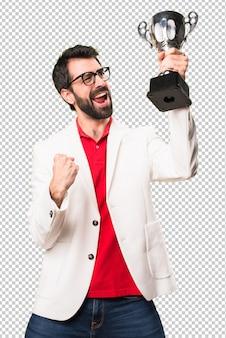 Feliz, morena, homem óculos, segurando, um, troféu