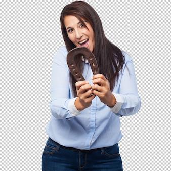 Feliz, mulher jovem, com, ferradura