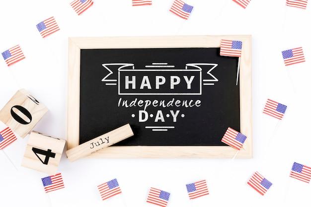 Flat lay dia da independência mockup com ardósia