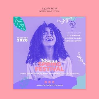 Flyer com festival de primavera de mulher