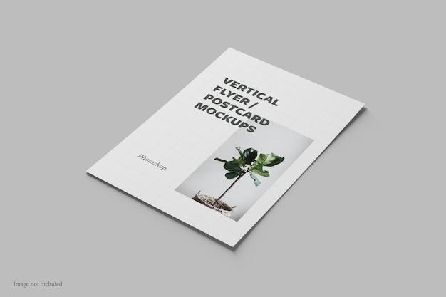 Flyer vertical e vista em perspectiva de maquete de cartão postal