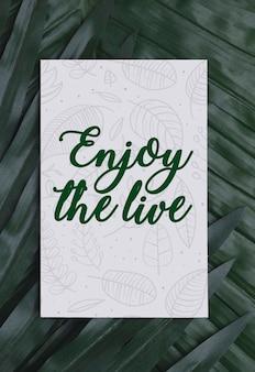 Folhagem com mensagem motivacional no cartão