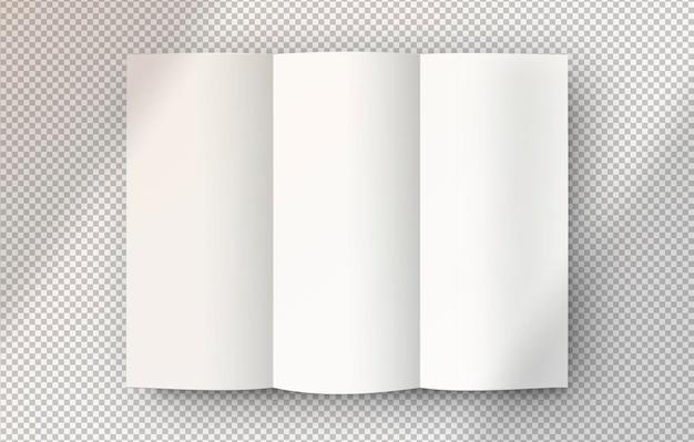 Folheto branco isolado aberto