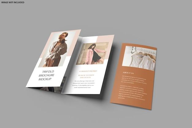 Folheto com design de maquete com três dobras isolado