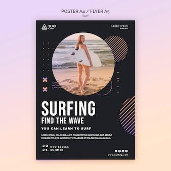 Folheto de aulas de surf com foto