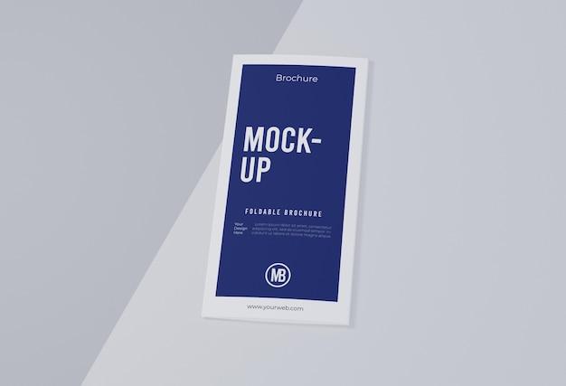 Folheto mock-up isolado no branco
