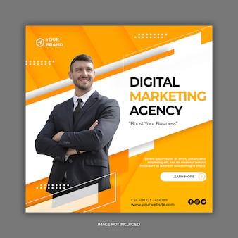 Folheto ou banner quadrado modelo de agência de marketing digital com tema de postagem em mídia social