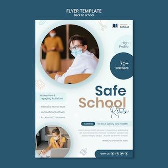 Folheto vertical de volta às aulas com foto